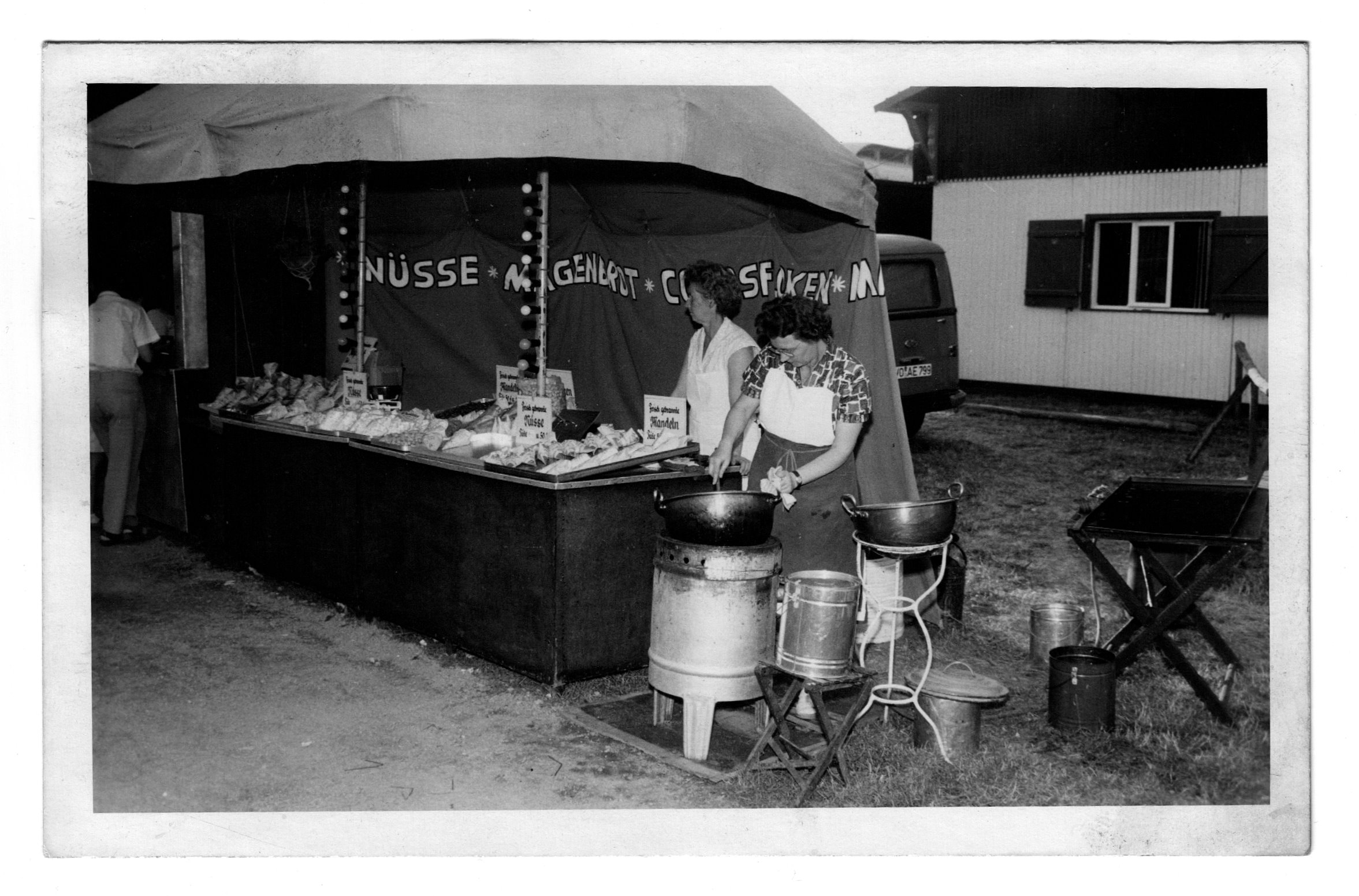 Mandelbrennerei Edith Plauk auf dem Wormser Backfischfest 1961